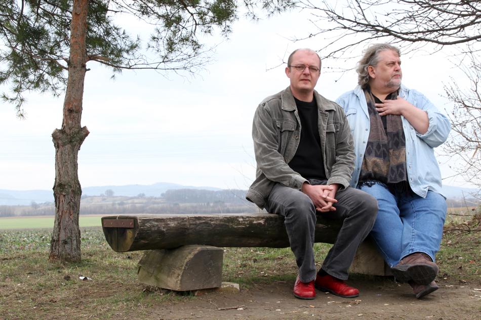 Wartende Poeten auf der Bank